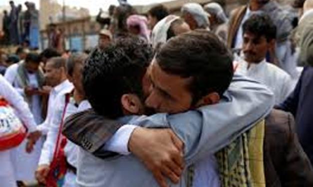 المسلم الحر تشيد بمبادرة اطلاق الحوثيين لبعض أسرى الحرب