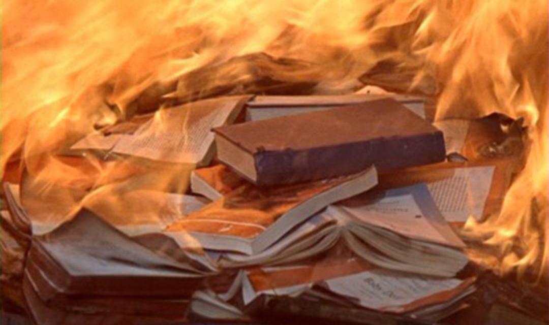 حرق الكتب وتدمير المكتبات وراء تخلف الأمة العربية!!