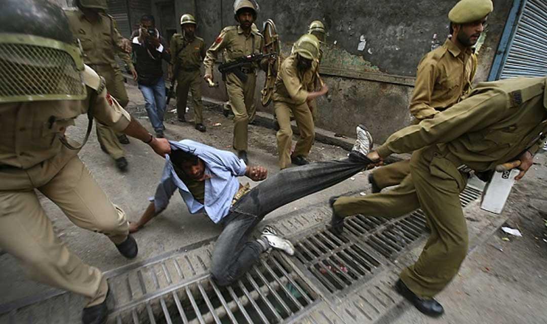 سازمان جهانی نفی خشونت: بازداشت مسلمانان معترض در کشمیر به دست نیروهای امنیتی هند را محکوم میکنیم